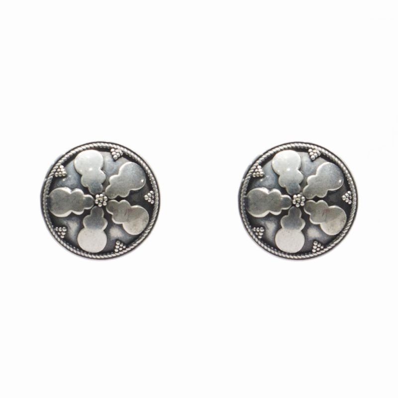 SILVER ROUND ANTIC STUD FOR GIRLS